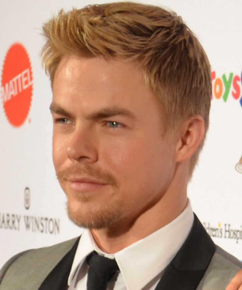 "Former ""DWTS"" Pro Derek Hough Undergoes Emergency Surgery"